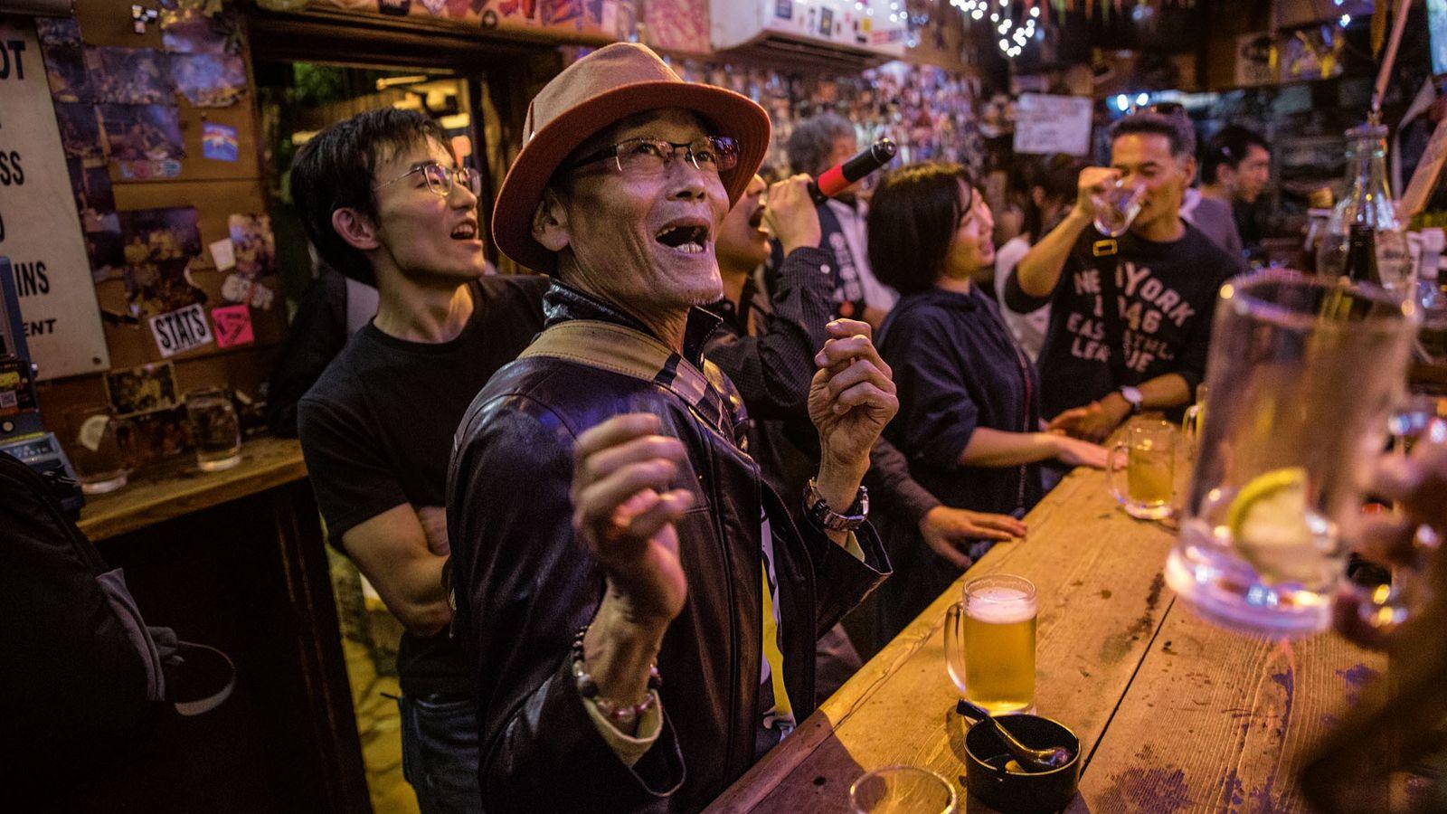 Golden Gai, à Shinjuku, compte des centaines de bars minuscules. C'est l'un des quartiers de loisirs ...