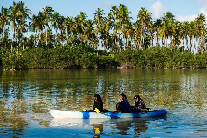 Sur l'atoll d'Addu, les loisirs se partagent entre la plage et le Nature Park, une ancienne ...