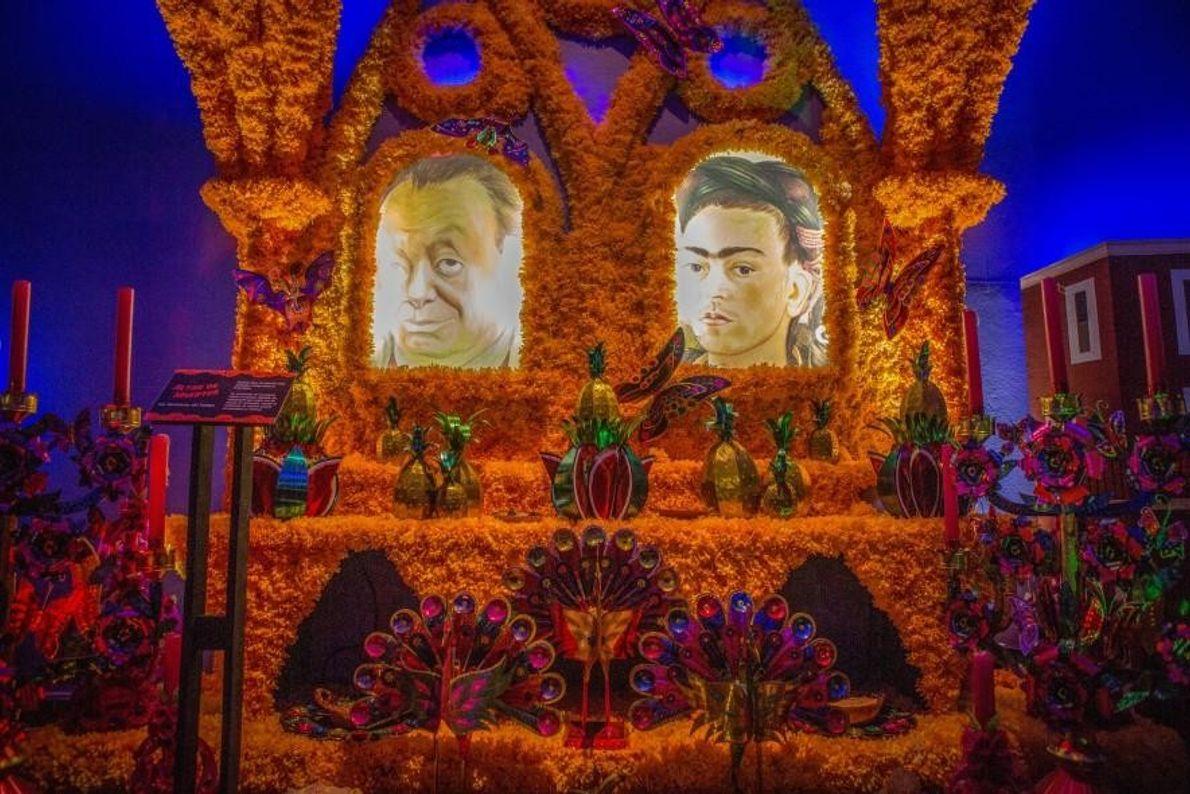 Une « ofrenda » (un autel) en l'hommage de Frida Kahlo et de Diego Rivera, exposée ...