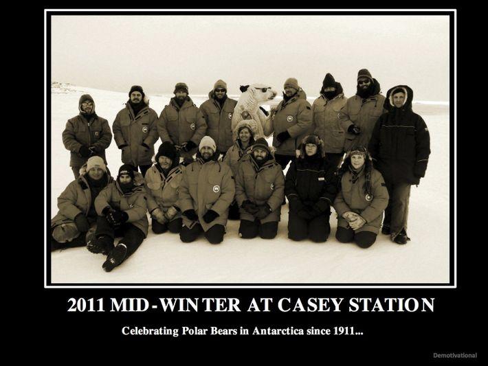 Carte de vœux pour la Midwinter - une fête célébrant le milieu de l'hiver en Antarctique ...