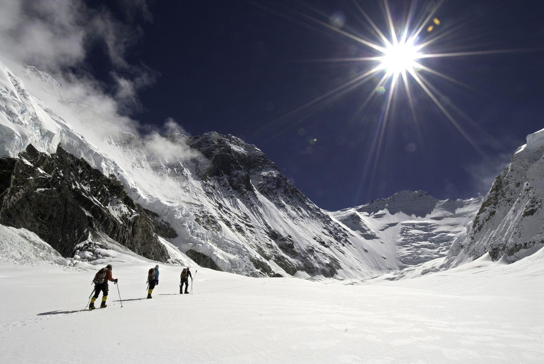 Au secours d'alpinistes sur les plus hautes cimes du monde