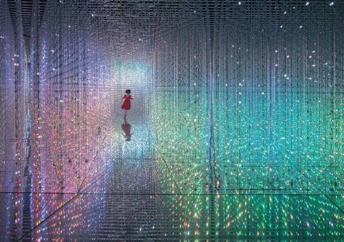 CATÉGORIE PORTRAITS - L'illusion de lumière est produite par une œuvre qui utilise une accumulation de ...