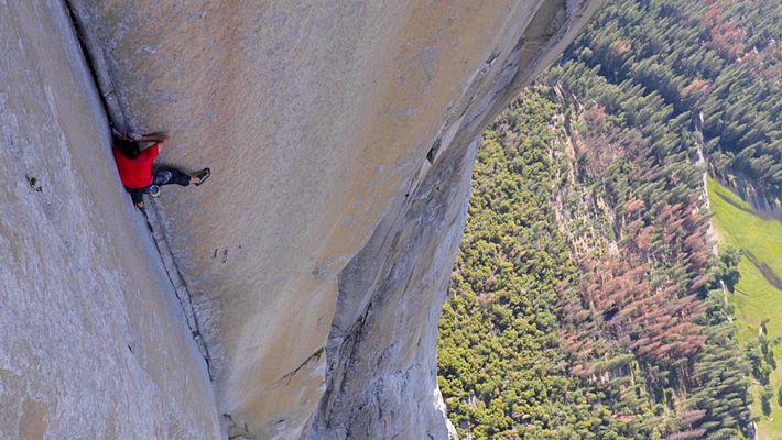 Images de la plus dangereuse escalade sans corde jamais réalisée
