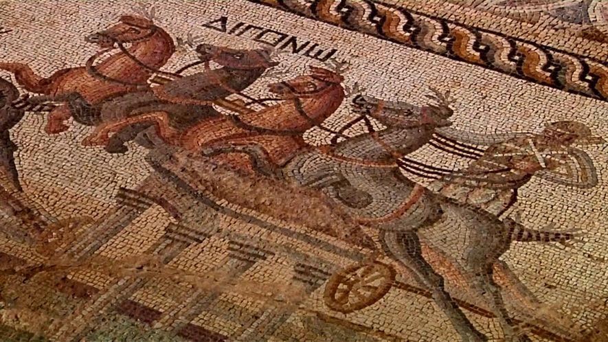 Une équipe d'archéologues a mis au jour une mosaïque de 2 000 ans à Akaki, Chypre.
