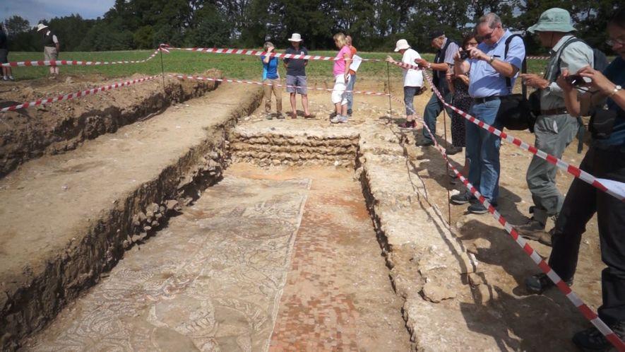 Une mosaïque romaine a été excavée en Angleterre