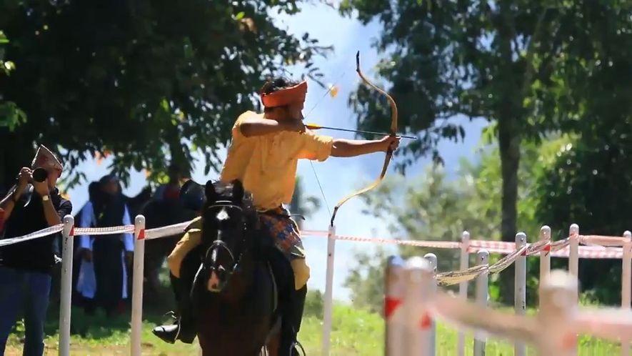 Découvrez l'incroyable sport qu'est le tir à l'arc équestre