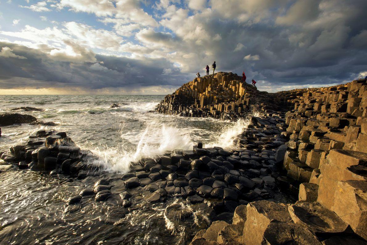Environ 40 000 colonnes de basalte composent la Chaussée des Géants, au nord de l'Irlande. « …