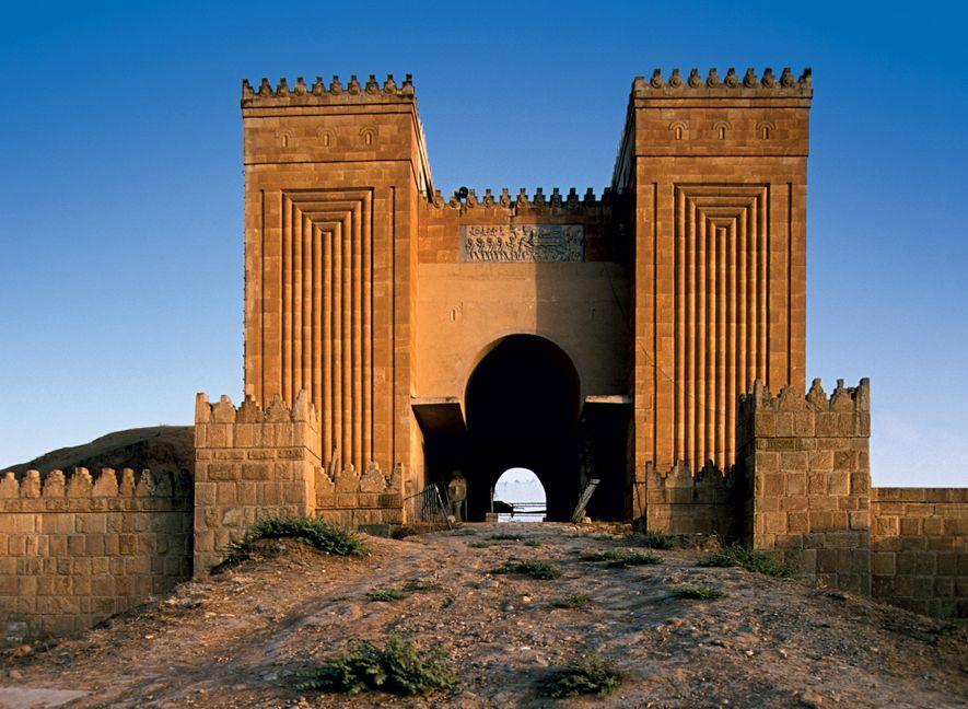Reconstruite au XXe siècle, la Porte Nergal fut construite à Ninive au VIIe siècle avant JC. ...