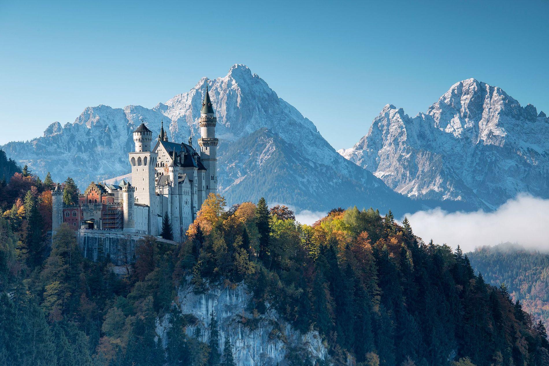 Le château de Neuschwanstein est le plus visité d'Allemagne et l'une des destinations touristiques les plus ...