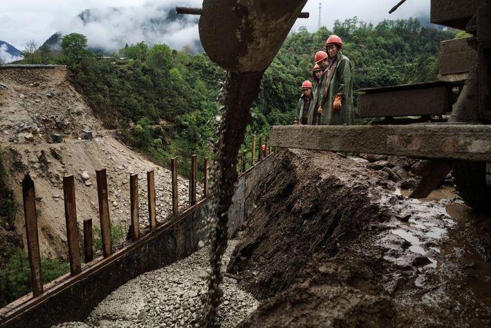 Image d'ouvriers sur le chantier de construction du pont