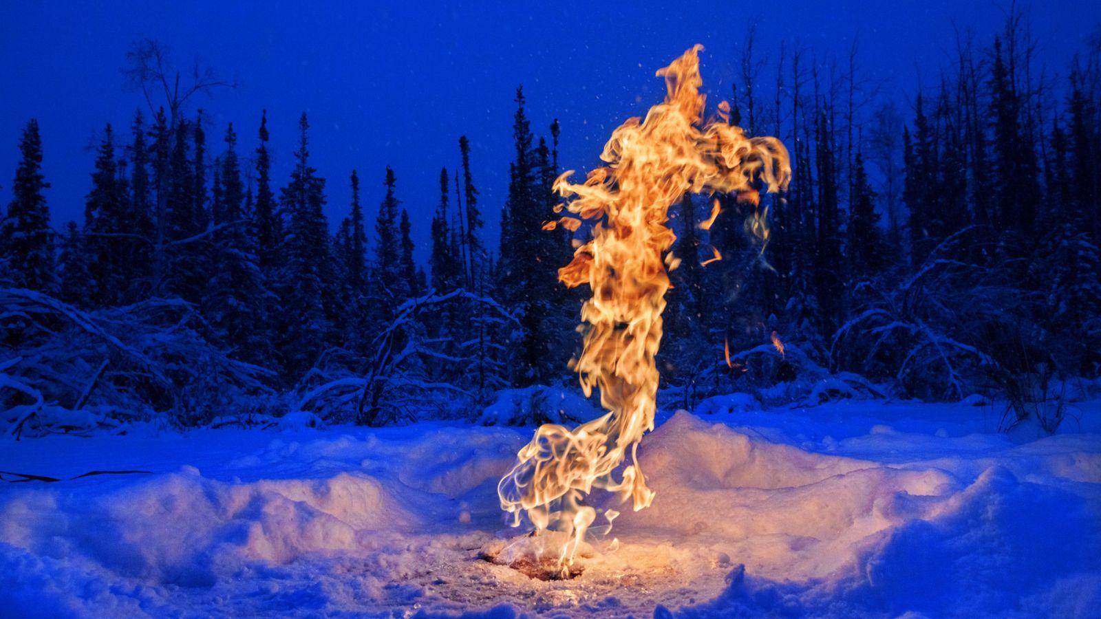 Sous des lacs arctiques, le sol fond et libère du méthane. Mais, en hiver, la glace ...