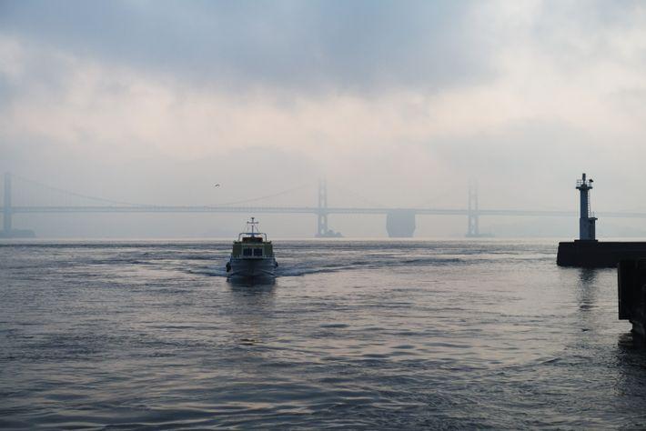 Seuls les bateaux-taxis permettent d'atteindre Honjima. Mais depuis 1988, d'autres îles de la mer de Seto ...