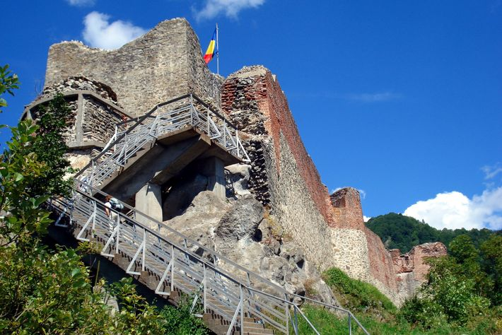 Le château de Poenari ou citadelle de Poenarie aujourd'hui en ruine, est situé en Roumanie dans ...