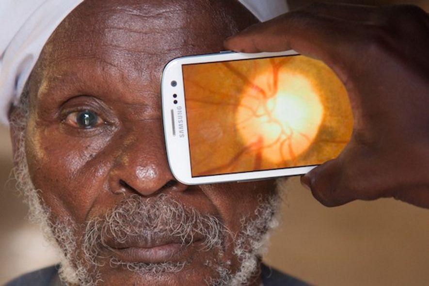 Test oculaire mené grâce à l'ensemble d'applications Peek.