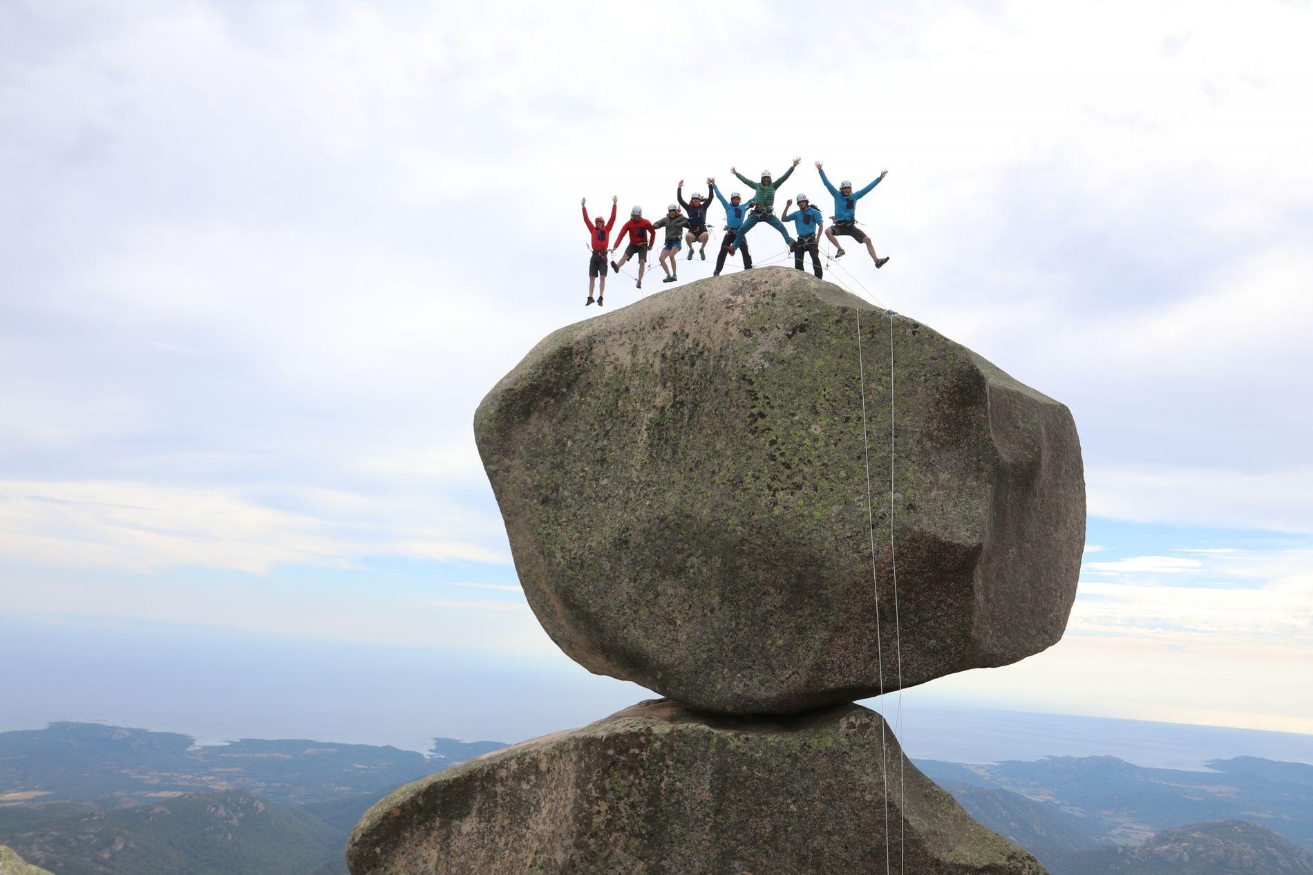 La promotion 2017/2018 du Roc Aventure Programme de la Fédération française de la montagne et de l'escalade (FFME) à Bavella, en Corse. Ce programme sur deux ans permet à six jeunes grimpeurs de perfectionner leur technique d'escalade sur des voies naturelles.