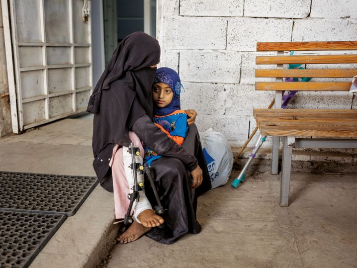 Selon l'Unicef, depuis le début du conflit, cinq enfants sont tués ou blessés en moyenne chaque ...