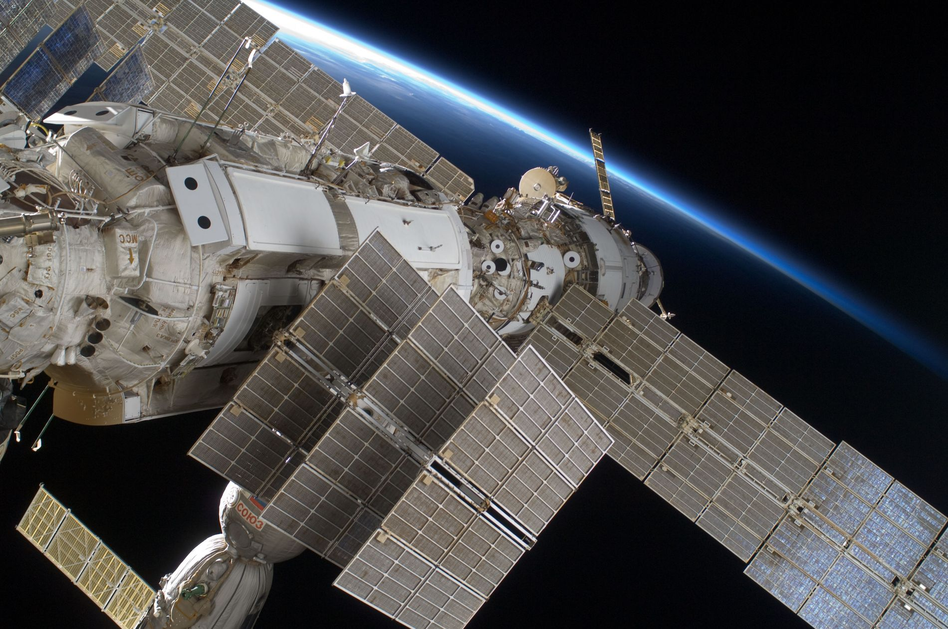 La Station spatiale internationale à 400 km au-dessus de la Terre.