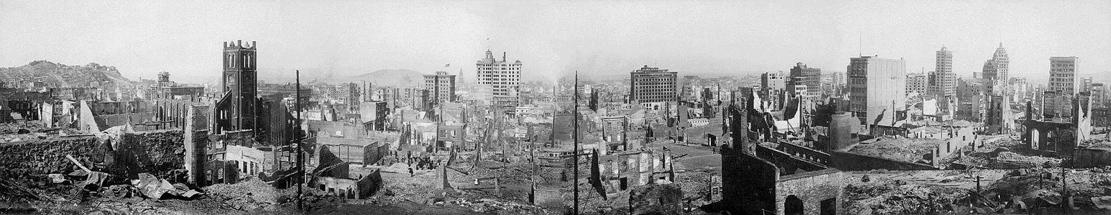Vue panoramique de la ville de San Francisco après le tremblement de terre de 1906.