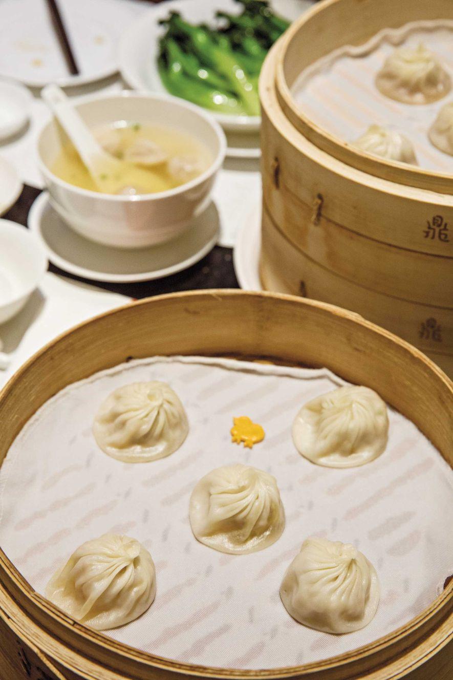 Les raviolis de Din Tai Fung sont réalisés avec précision: la pâte est refermée en dix-huit ...
