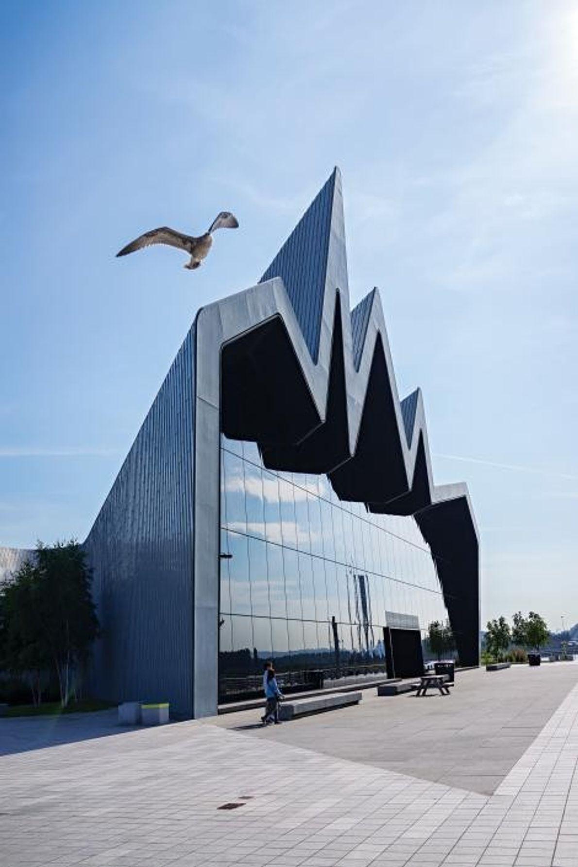 Le musée Riverside, conçu par Zaha Hadid, raconte l'histoire des transports de la ville.