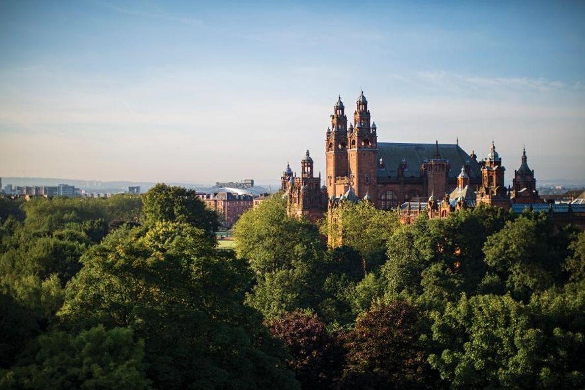 Dans le West End de Glasgow, la Kelvingrove Art Gallery and Museum se dresse au-dessus du ...