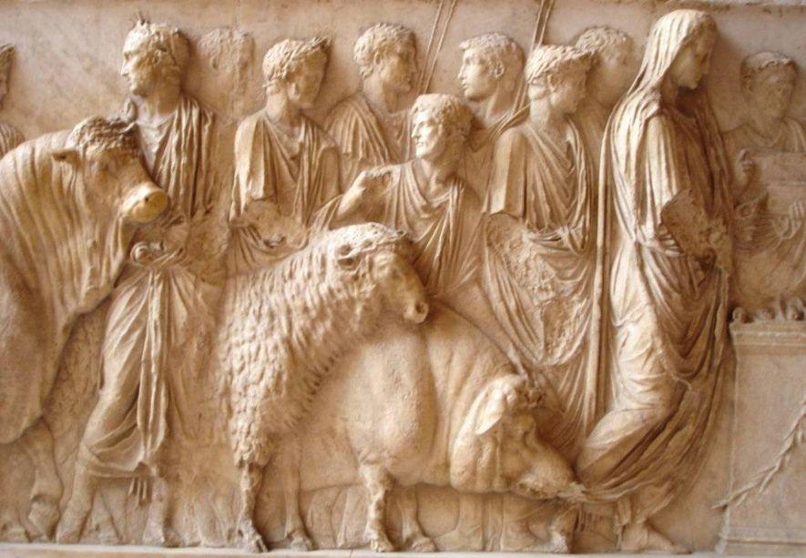 Avant de partir au combat, l'armée romaine se purifiait par la cérémonie de la lustration. On y réalisait le suovetaurile, le sacrifice d'un porc, d'un mouton et d'un taureau. Les haruspices interprétaient les entrailles de ces animaux pour connaître la volonté des dieux. Les animaux étaient conduits par le victimarius, tandis que bucinatores et symphoniaci interprétaient des mélodies sacrées.