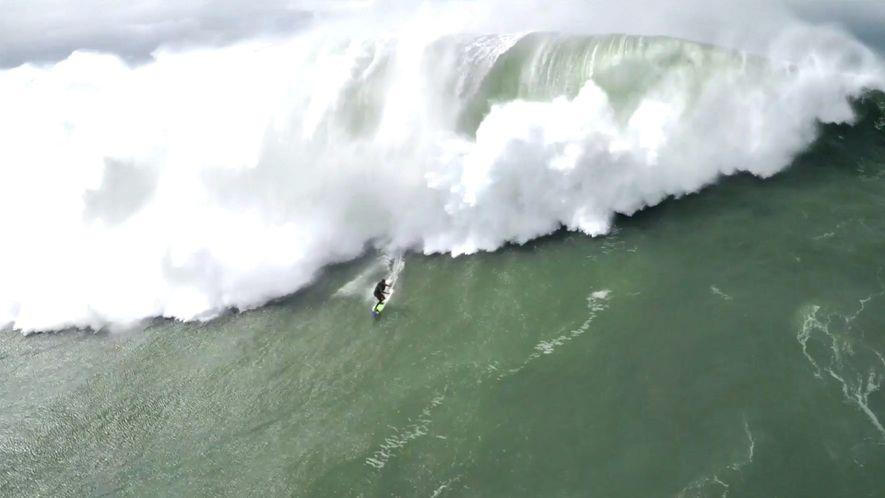 Vidéo : le sauvetage impressionnant d'un surfeur à Nazaré