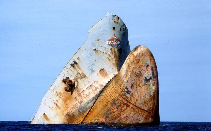 La catastrophe de l'Amoco Cadiz a conduit les autorités à améliorer la surveillance des navires.