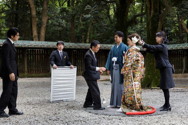 Les Japonais entretiennent un lien émotionnel avec la nature, tel ce couple immortalisant son mariage au ...