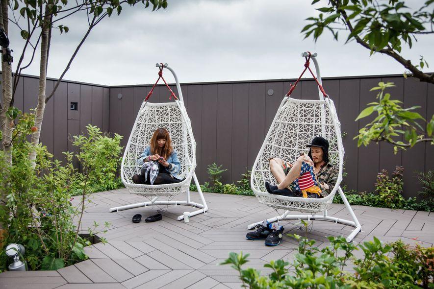 La capitale japonaise dispose d'oasis de tranquillité, telle la terrasse de l'immeuble Tokyu Plaza, à Harajuku.