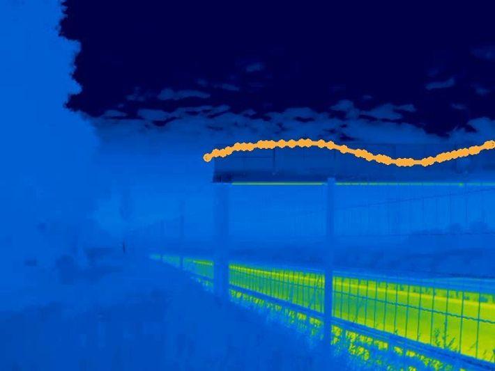 Trajectoire d'une chauve-souris en caméra thermique au-dessus d'un chiroptéroduc construit sur l'A83, près de Niort.