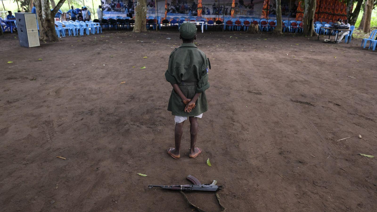 Le 17 avril 2018 à Yambio dans le Soudan du Sud, Ganiko, 12 ans, se tient ...