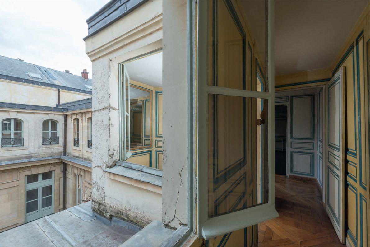 De l'autre côté des appartements des favorites du roi, les chambres offrent une vue sur la ...