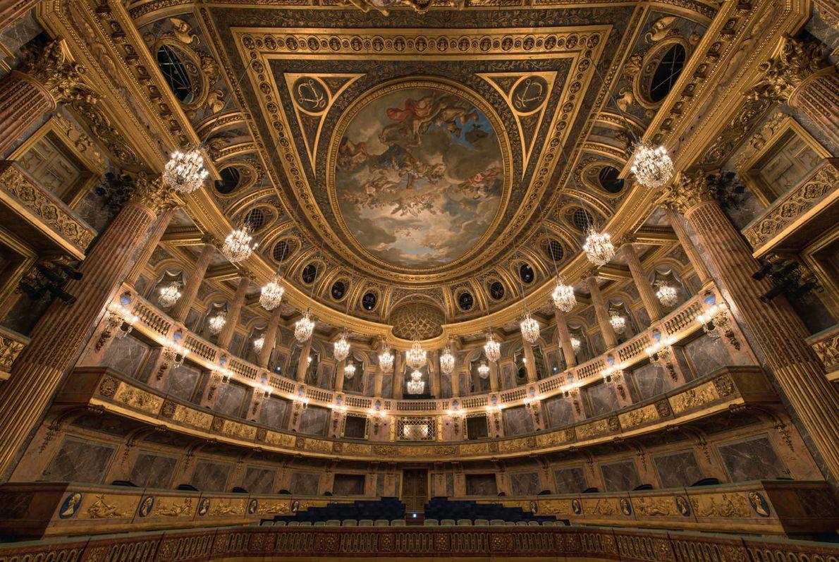 Bien qu'il ait fallu 20 ans pour imaginer la structure de l'Opéra royal, il a fallu ...