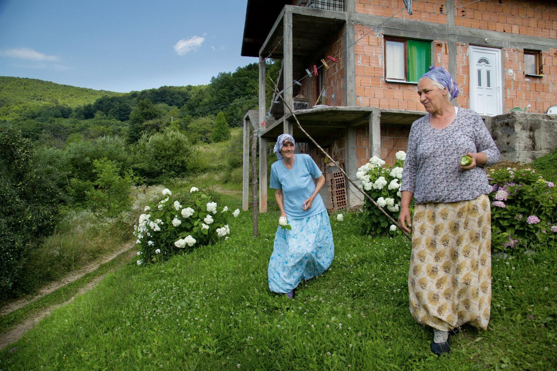 BOSNIE Amies d'enfance, Fata Lemeš (à gauche) et Hamida Lemeš étaient mariées à deux frères, qui ...
