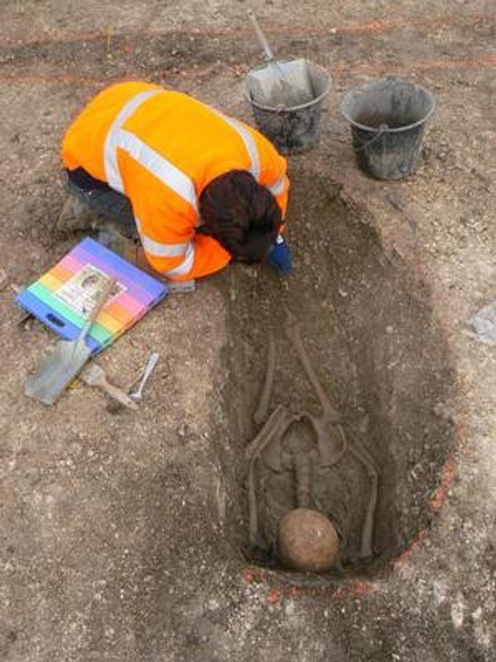 Sépulture d'enfant gaulois, sur le site de Jort (Calvados), creusée dans la roche calcaire