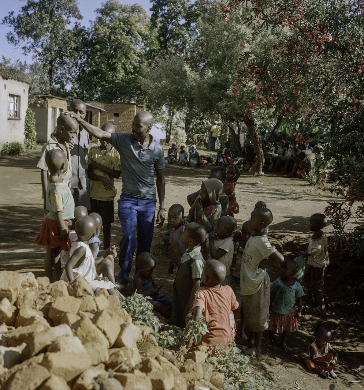 La relance de l'industrie du café au Zimbabwe a transformé la vie des petits agriculteurs. Ils ...
