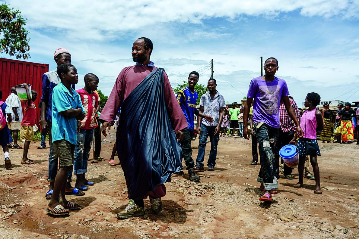 Sur la place du marché de Ndola, en Zambie, Jésus de Kitwe proclame la venue du ...