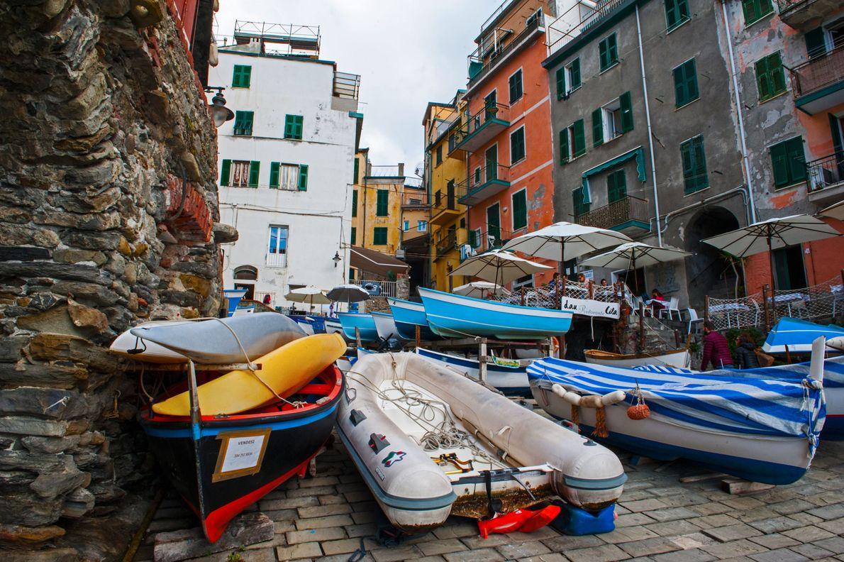 Riomaggiore est l'ultime étape. Les maisons très colorées de cet ancien village de pêcheurs, situé à ...