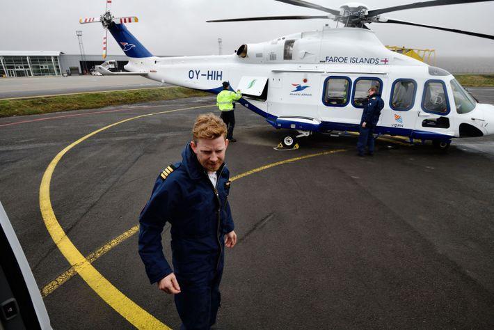 Les pilotes d'hélicoptère volent toujours en tandem, pour prendre rapidement des décisions complexes face à la ...