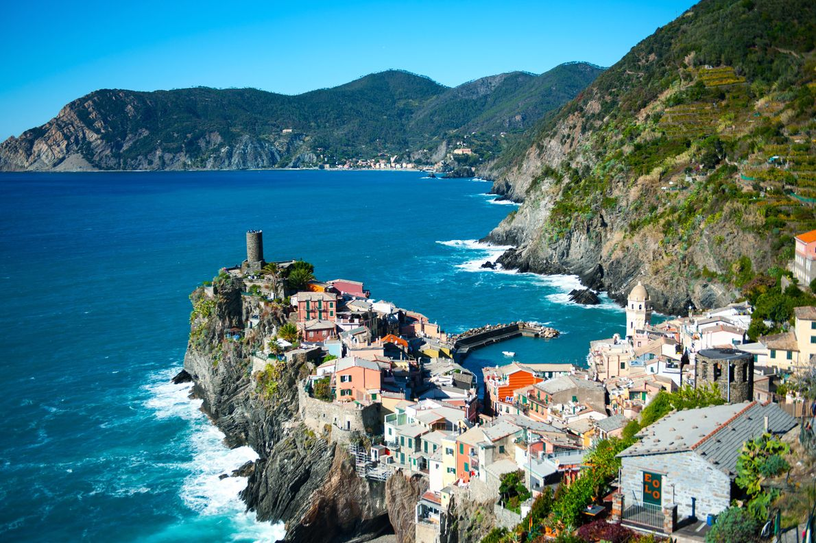Pour se déplacer dans la région, il fallait auparavant prendre la mer ou marcher pendant des ...