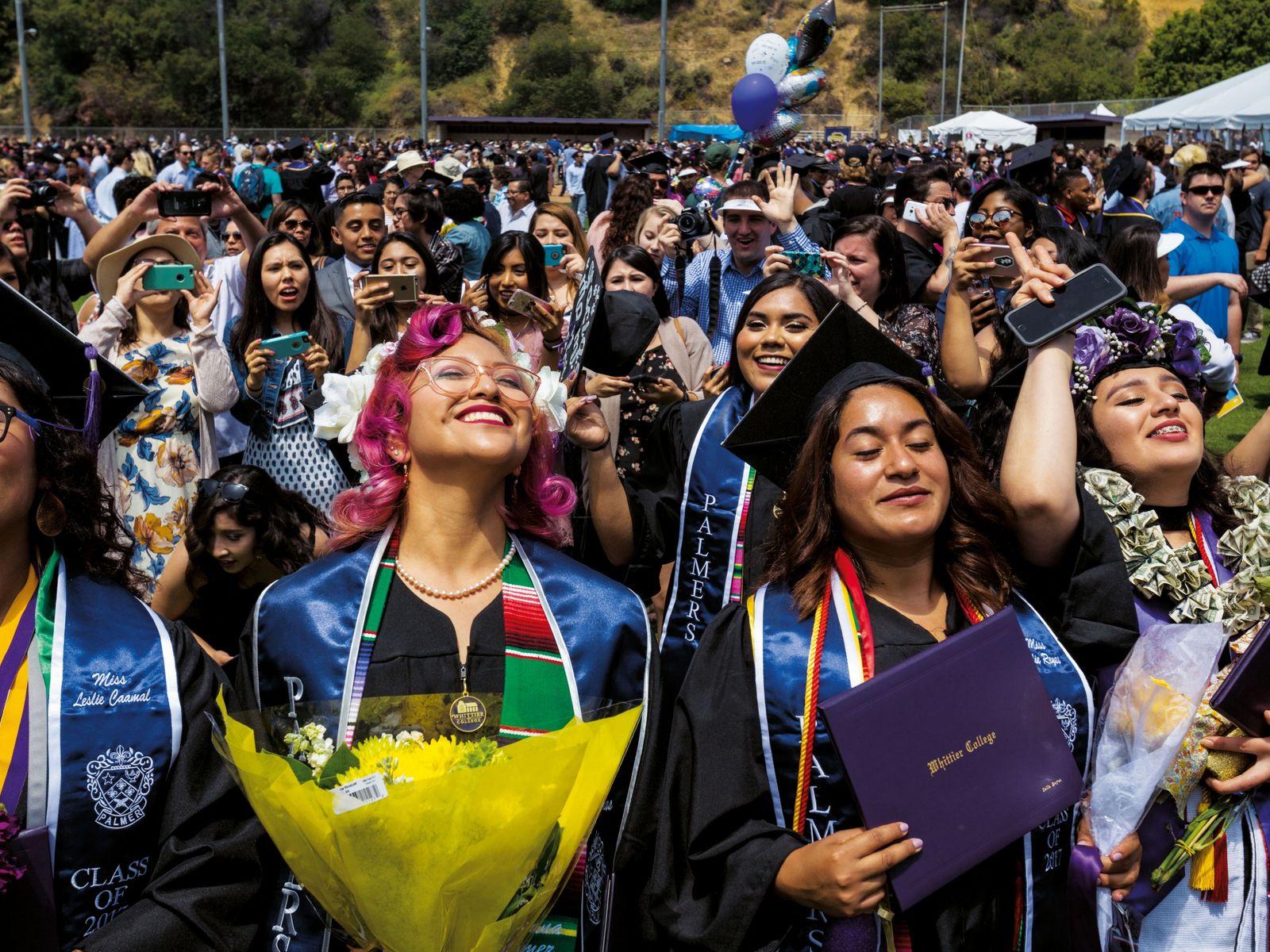 Des membres de la Palmer Society, une association féminine universitaire, fêtent l'obtention de leur diplôme du ...