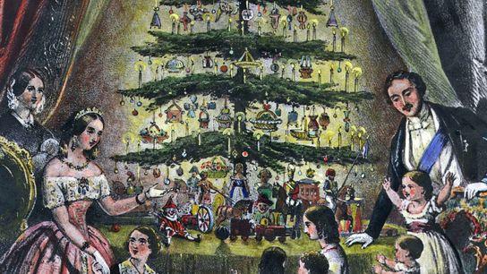 Cette illustration datant de décembre 1848 représente la reine Victoria, le prince Albert et leurs enfants admirant ...