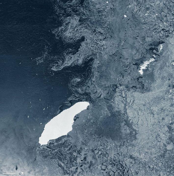 Avant A-76, l'iceberg géant A-68 était le plus gros iceberg connu du monde, lui aussi à la ...
