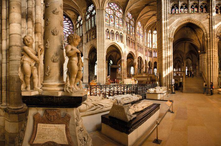 En 1212, Étienne et ses jeunes partisans partent pour la cour du roi Philippe II, installée ...