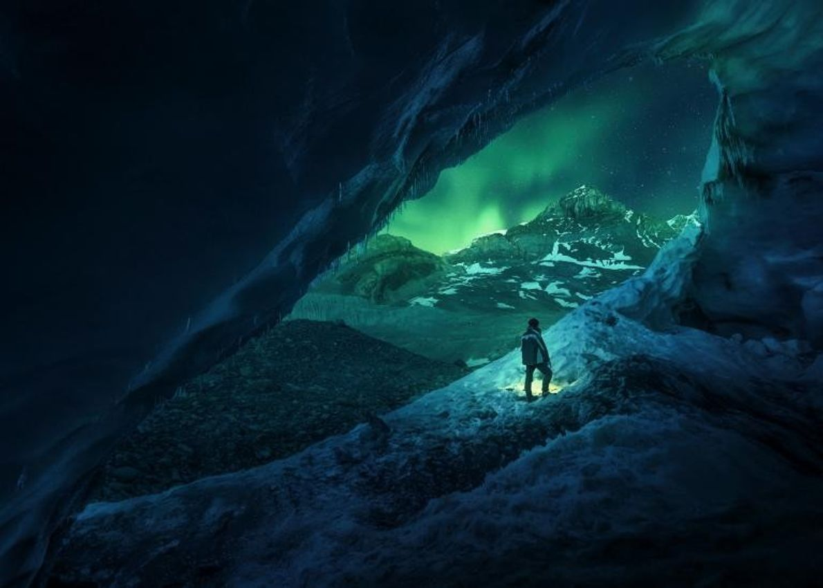 La grotte Athabasca est située en bordure du glacier Athabasca, près du champ de glace Columbia, ...