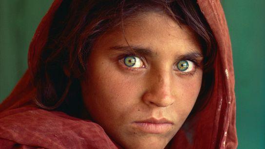 Sharbat Gula, appelée « l'Afghane aux yeux verts ». Durant la Guerre d'Afghanistan elle a été ...
