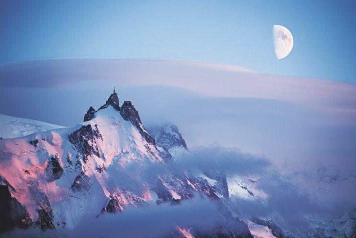 Le photographe a réalisé ce cliché d'un coucher de soleil sur l'Aiguille du Midi (3 842 ...