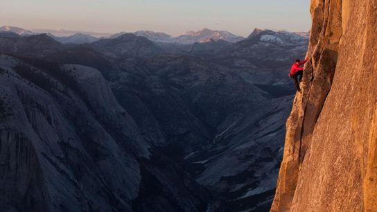 En 2009, Alex Honnold surprend le monde de l'escalade en réalisant la toute première ascension en ...