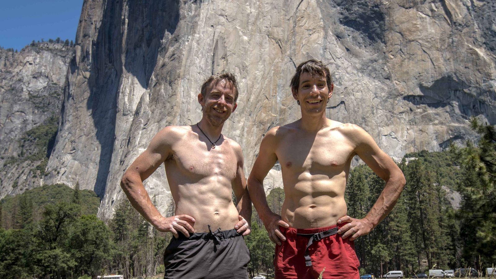 Les alpinistes Tommy Caldwell et Alex Honnold prennent la pose au pied d'El Capitan à Yosemite, ...